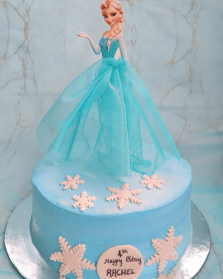 Comely Disneys Frozen Cake