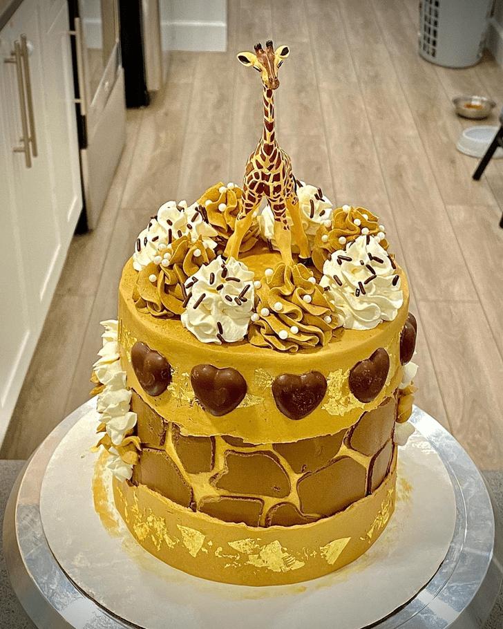 BewGiraffeching Giraffe Cake