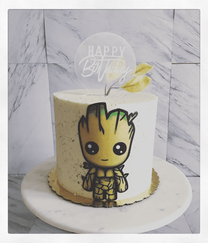 Shapely Groot Cake