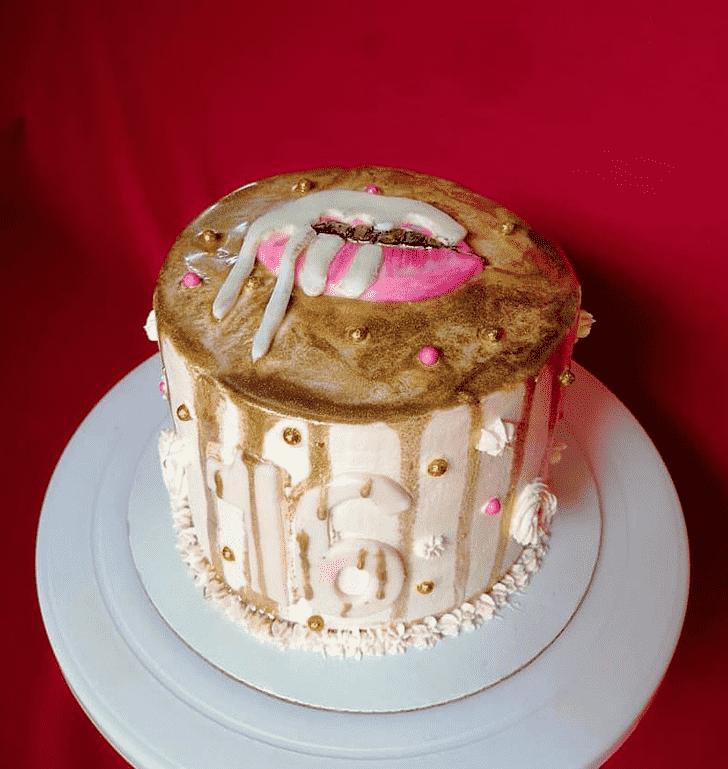 Admirable Kylie Jenner Cake Design