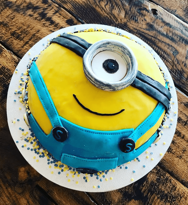 Admirable Minions Cake Design