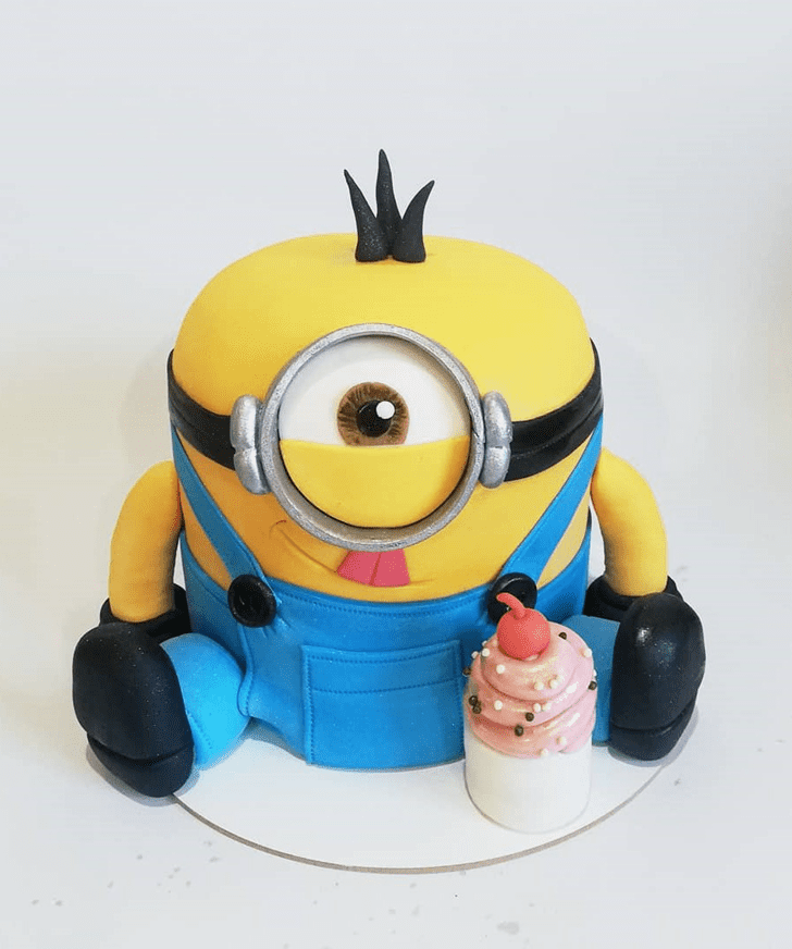 Appealing Minions Cake