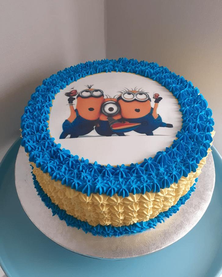 Inviting Minions Cake