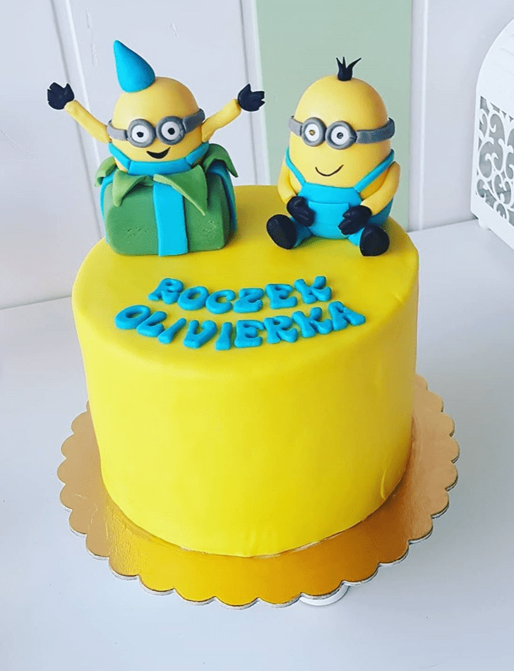 Pleasing Minions Cake