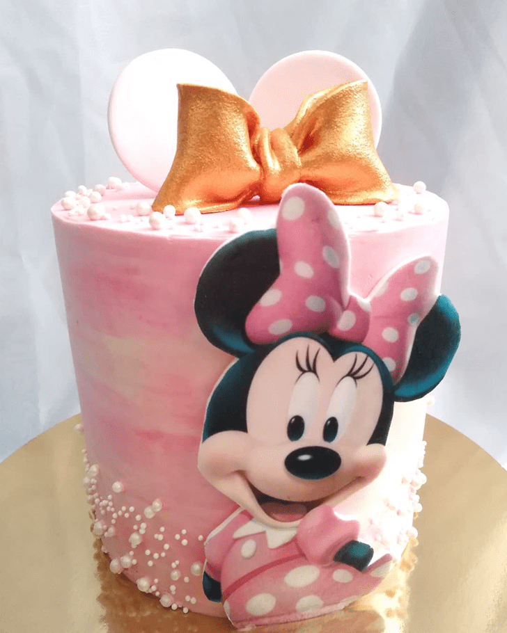 Captivating Minnie Mouse Cake
