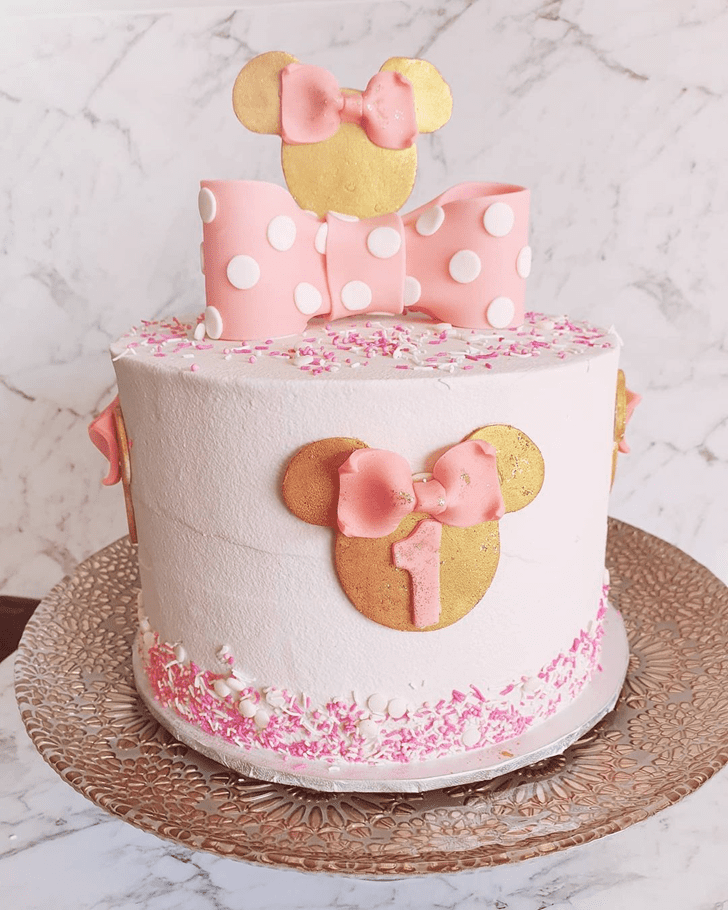 Comely Minnie Mouse Cake