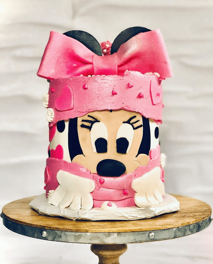 Dazzling Minnie Mouse Cake