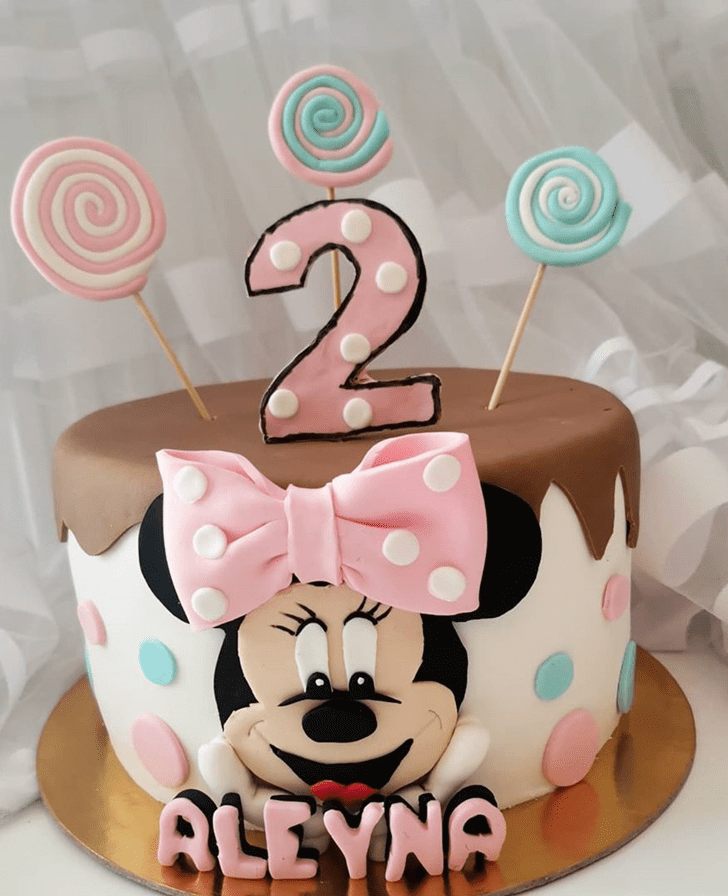 Fascinating Minnie Mouse Cake