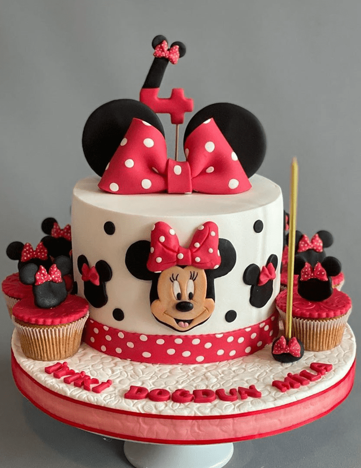 Graceful Minnie Mouse Cake