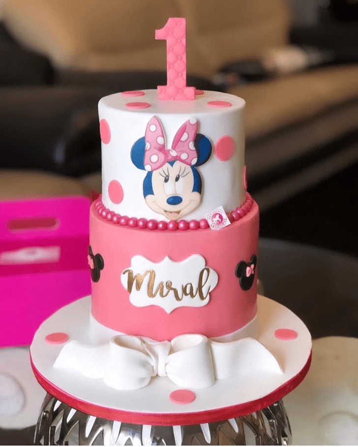 Ideal Minnie Mouse Cake