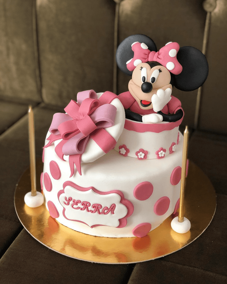 Inviting Minnie Mouse Cake