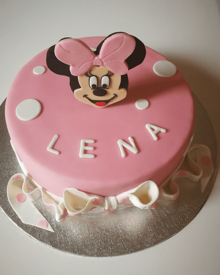 Magnetic Minnie Mouse Cake