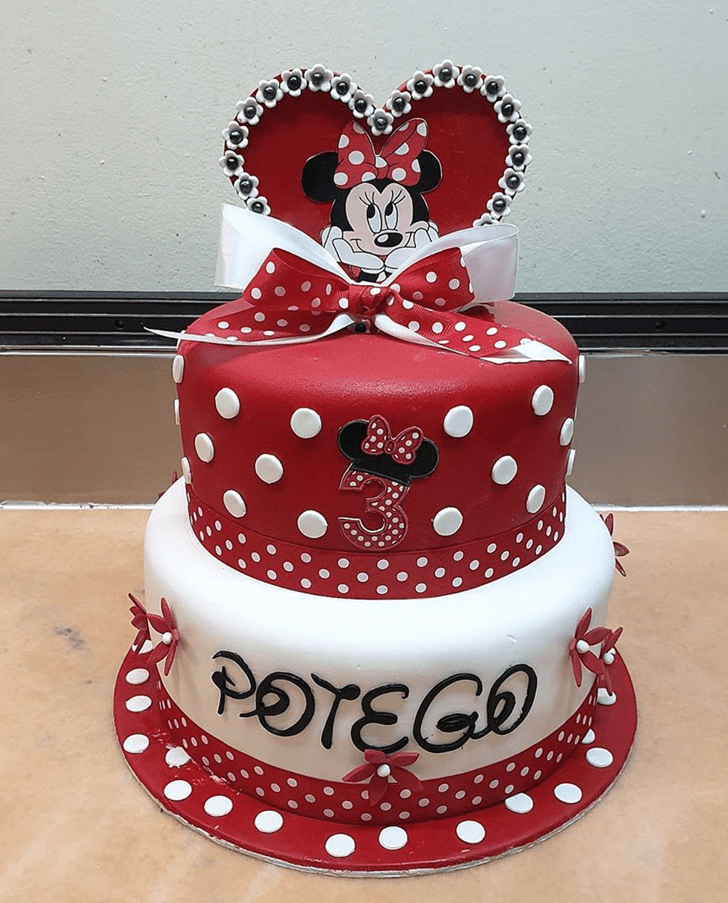 Pleasing Minnie Mouse Cake