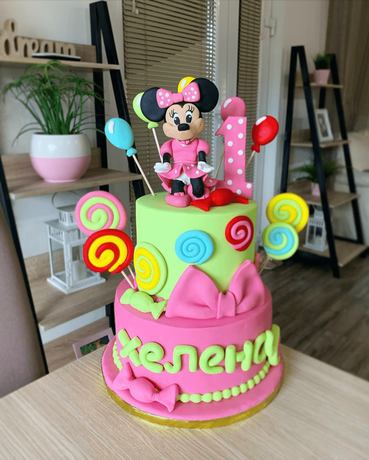 Resplendent Minnie Mouse Cake