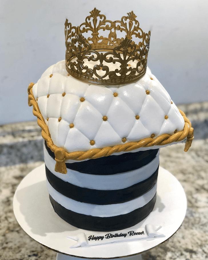 Delightful Queen Cake