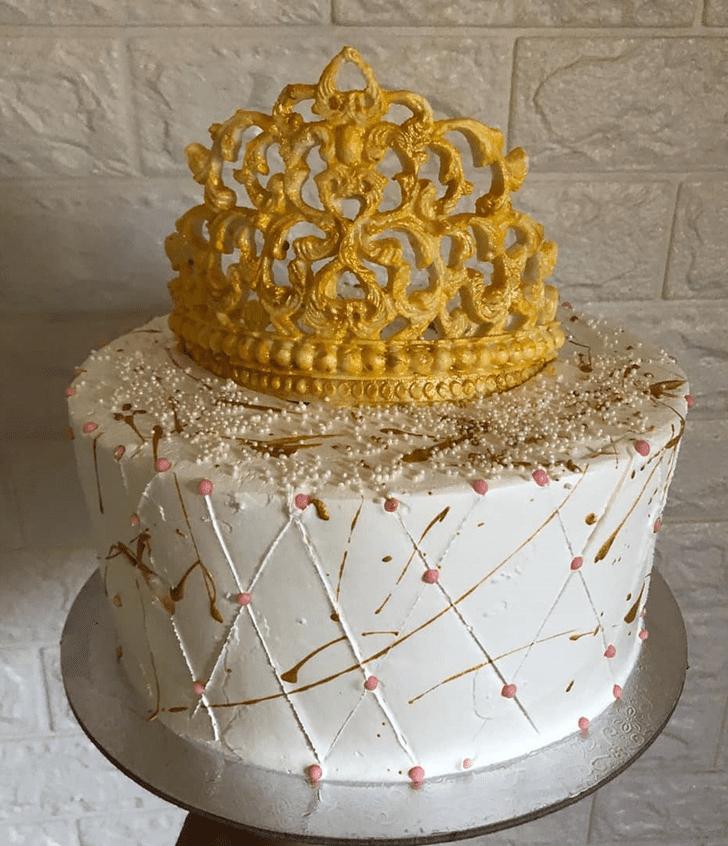 Inviting Queen Cake