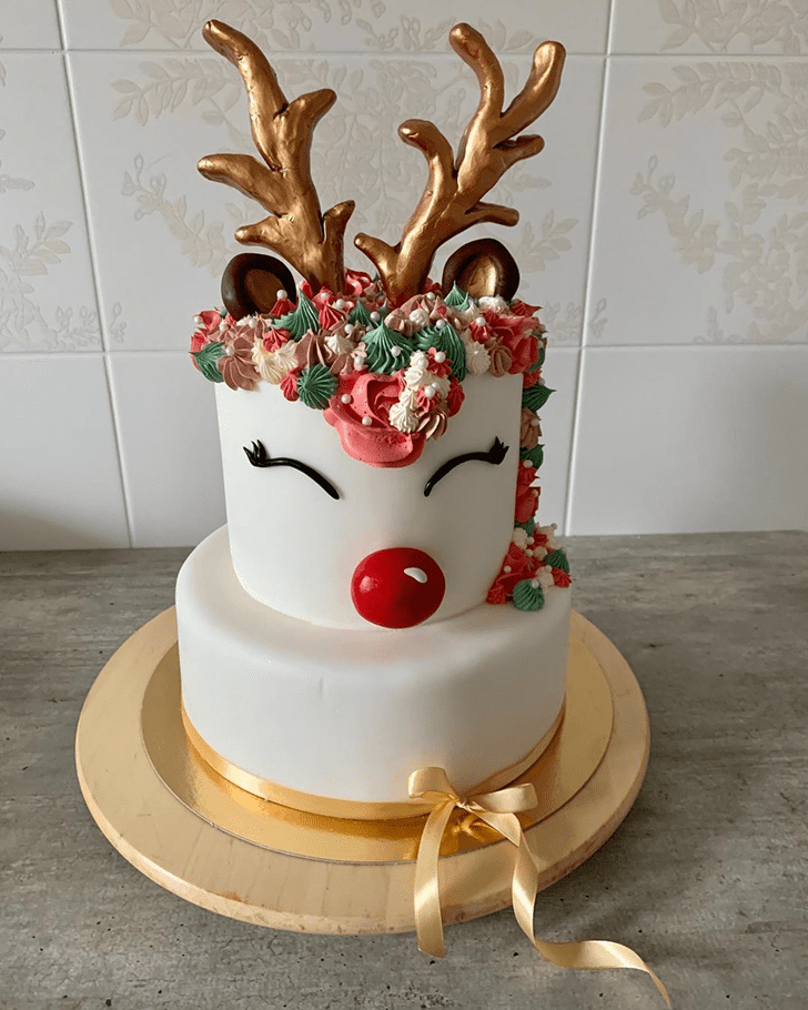 Comely Reindeer Cake