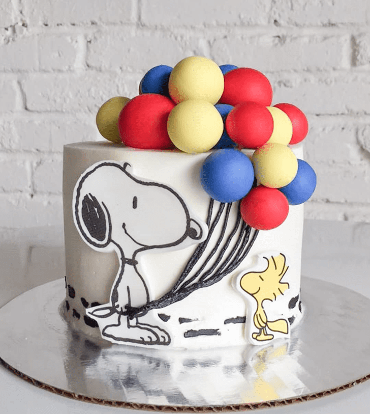 Beauteous Snoopy Cake