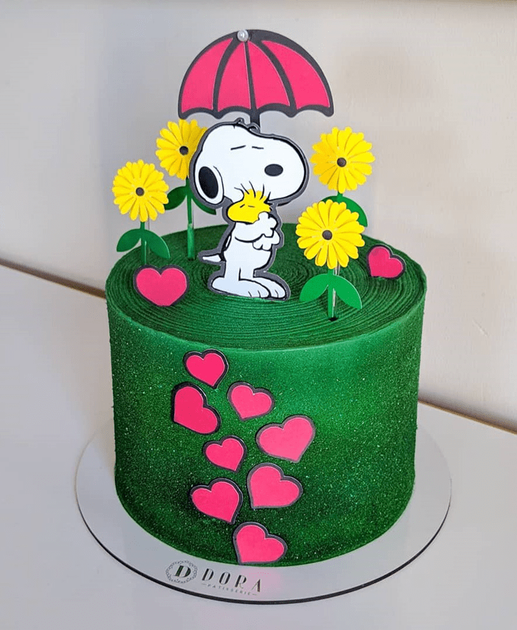 Comely Snoopy Cake