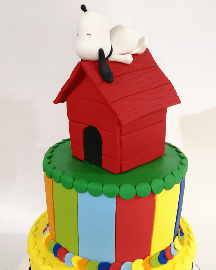 Delicate Snoopy Cake