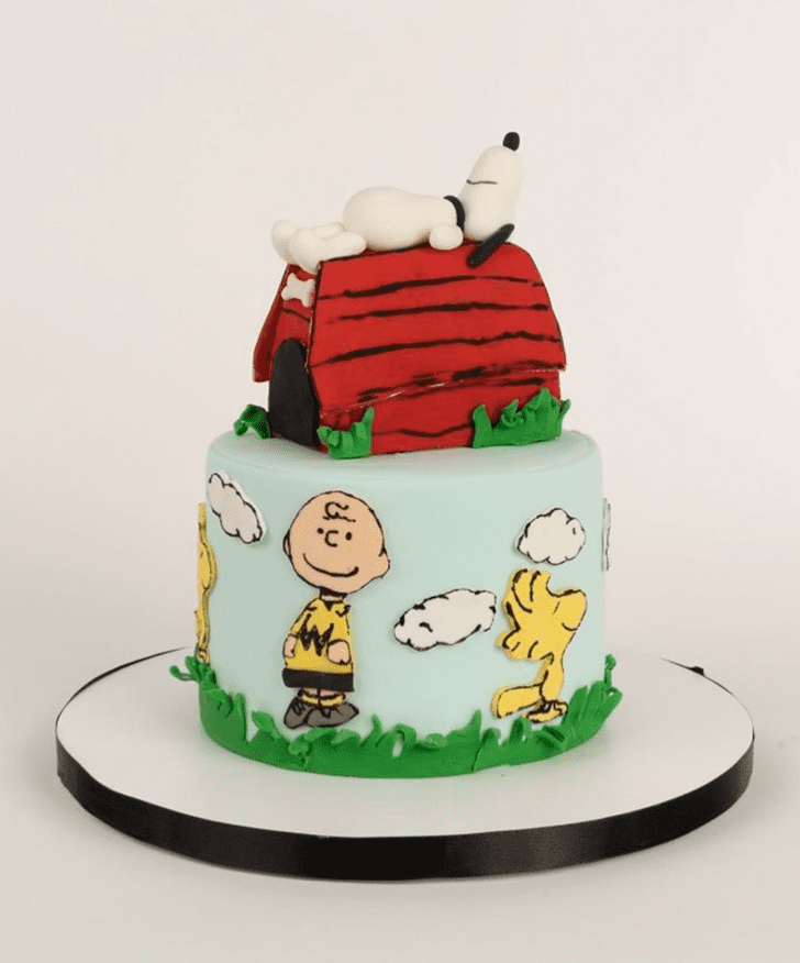 Fascinating Snoopy Cake