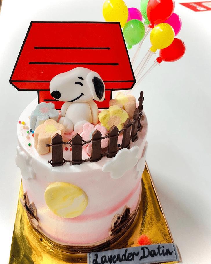 Marvelous Snoopy Cake