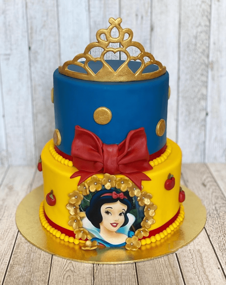 Admirable Snow White Cake Design