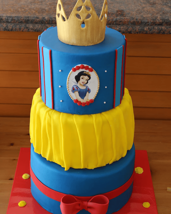 Captivating Snow White Cake
