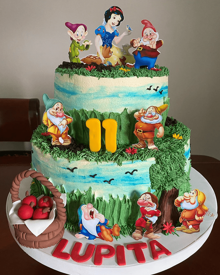 Comely Snow White Cake