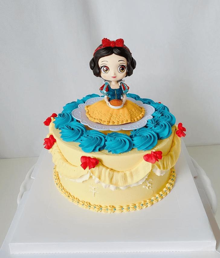 Divine Snow White Cake