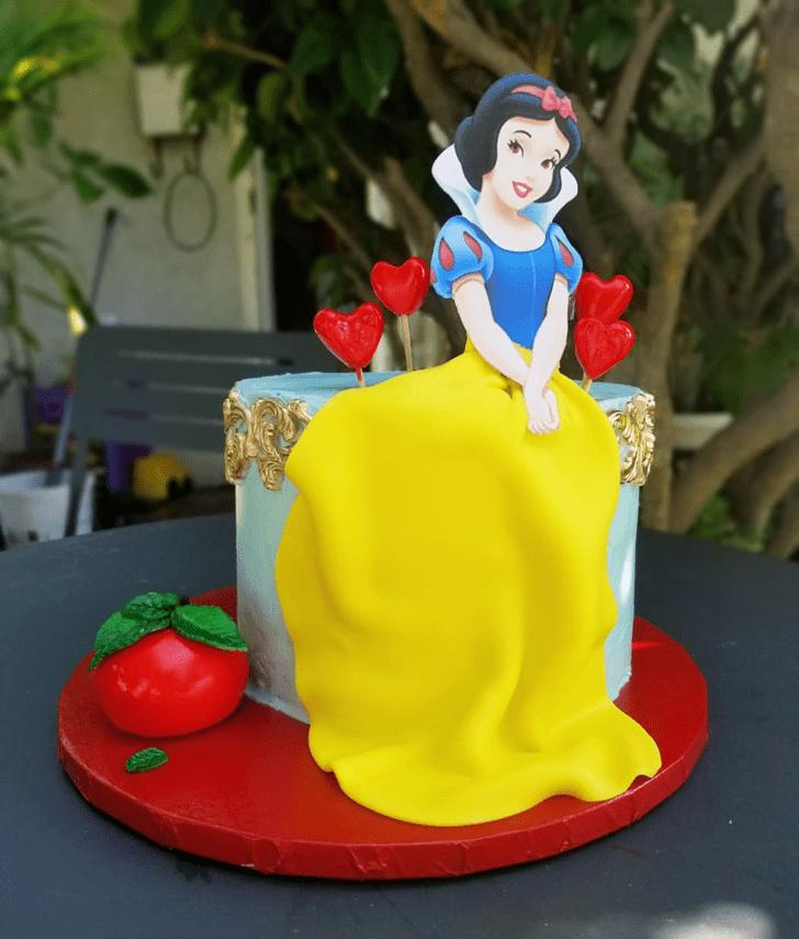 Grand Snow White Cake
