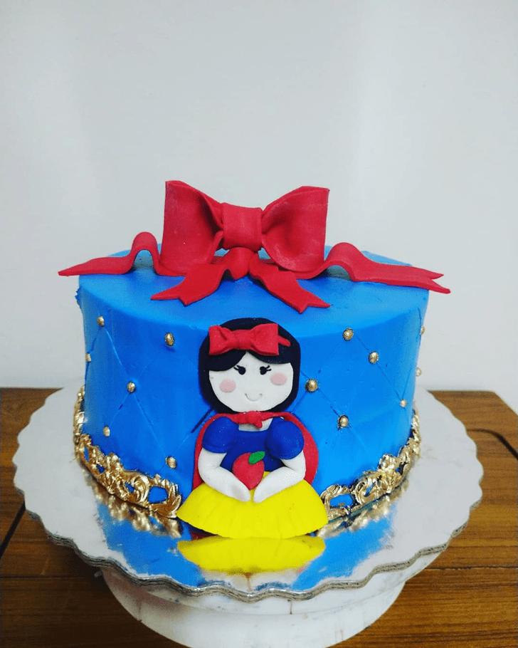 Magnificent Snow White Cake