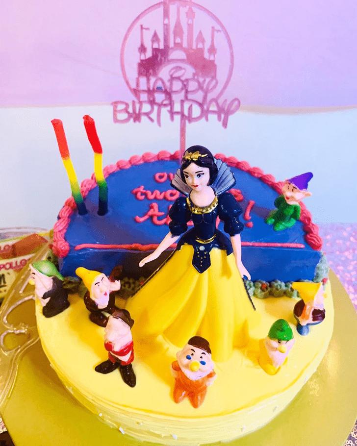 Marvelous Snow White Cake
