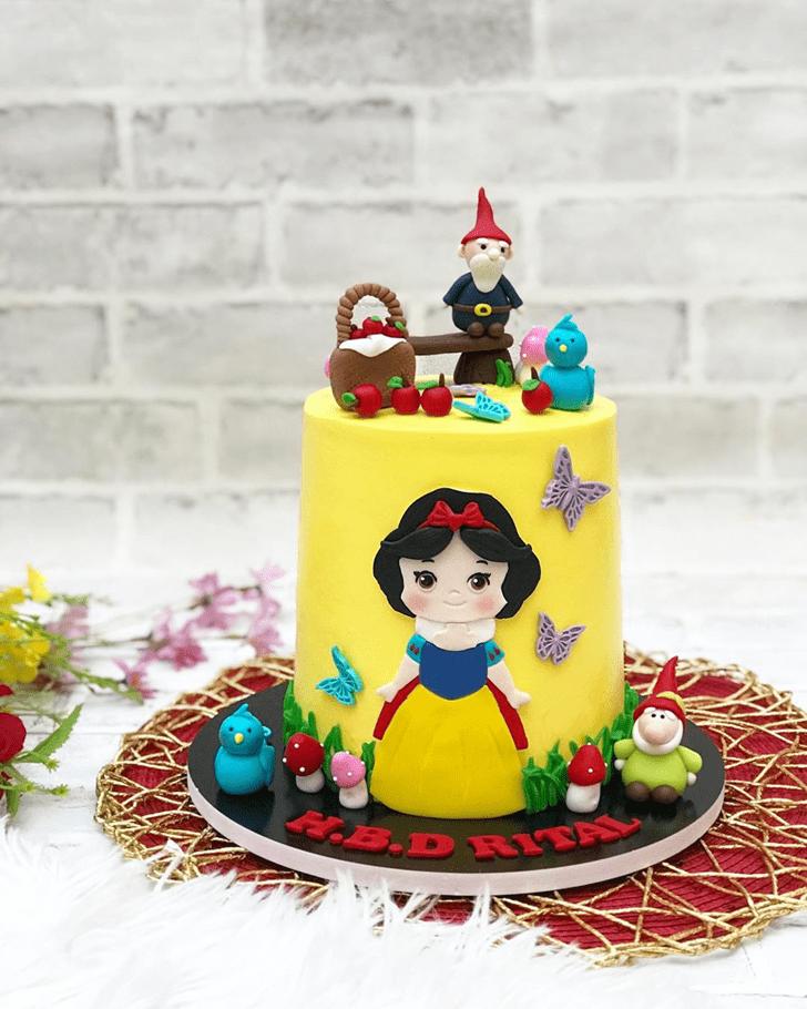 Nice Snow White Cake
