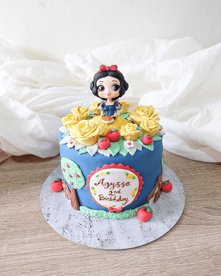 Resplendent Snow White Cake