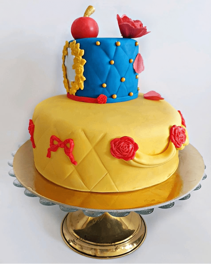 Stunning Snow White Cake