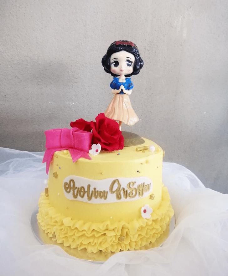 Superb Snow White Cake