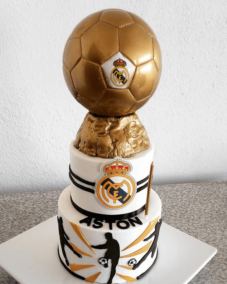 Mesmeric Soccer Cake