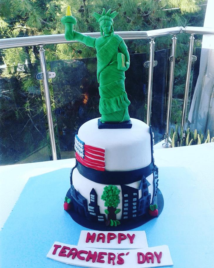 Cute Statue of Liberty Cake