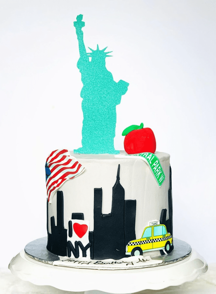 Good Looking Statue of Liberty Cake