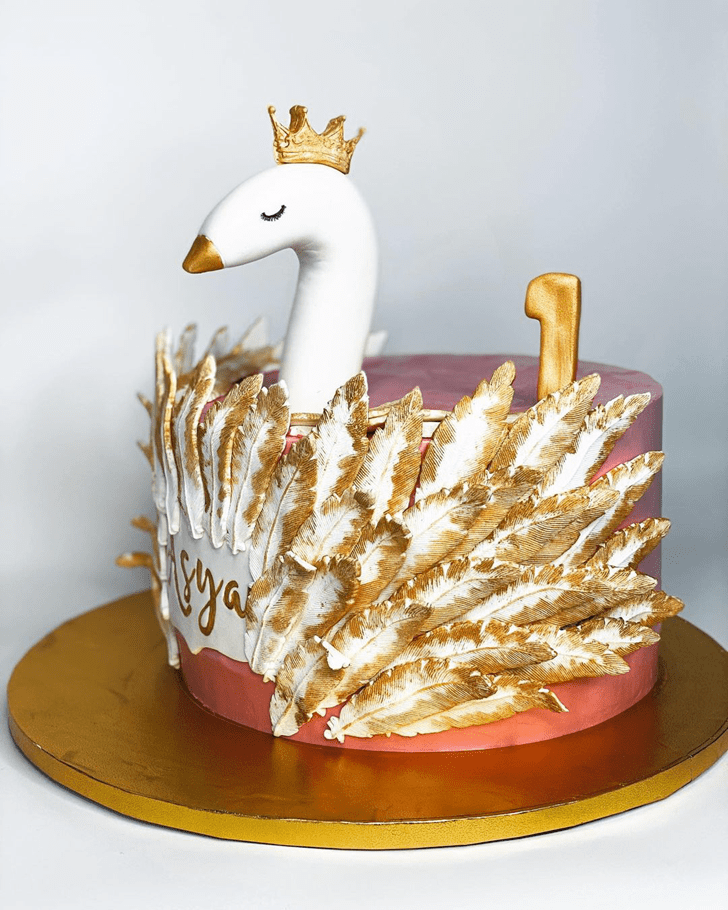 Admirable Swan Cake Design