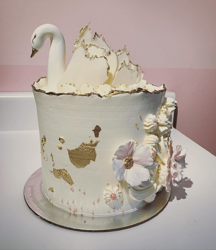 Classy Swan Cake