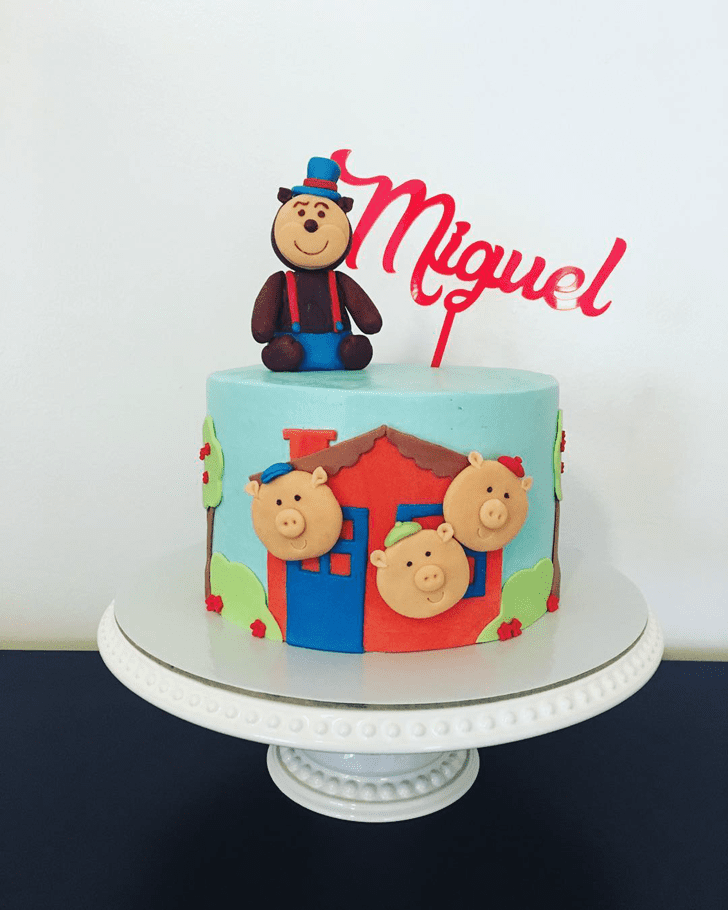 Beauteous Three Little Pigs Cake