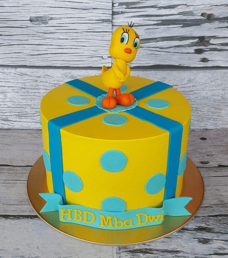 Appealing Tweety Cake