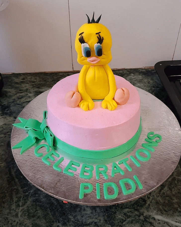 Ravishing Tweety Cake
