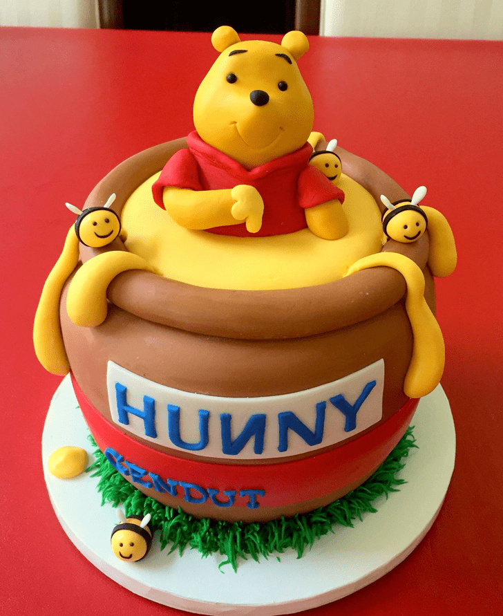 Admirable Winnie the Pooh Cake Design