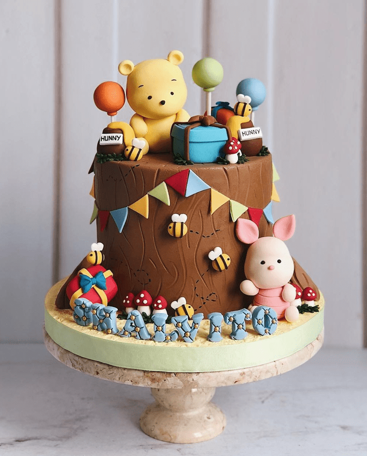 Adorable Winnie the Pooh Cake