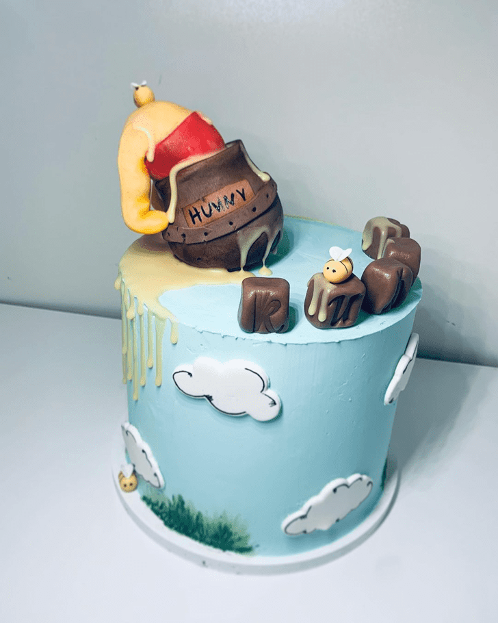 Comely Winnie the Pooh Cake