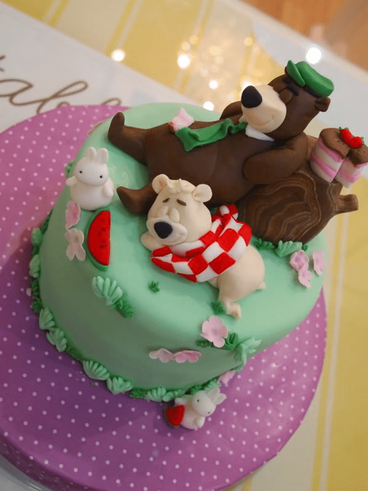 Admirable Yogi Bear Cake Design
