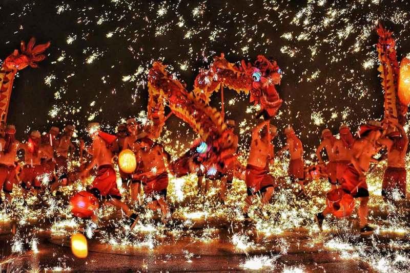 Chinese new year celebration dragon dance